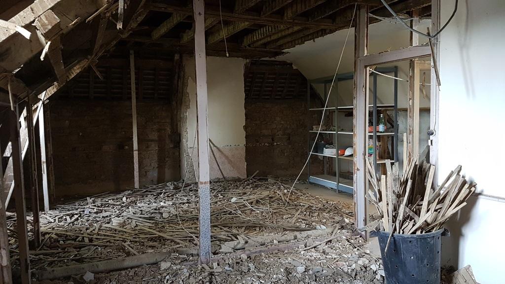 Démolition curage plafond lattis bois